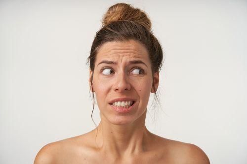 Enrugar a testa é outro inimigo da linguagem corporal